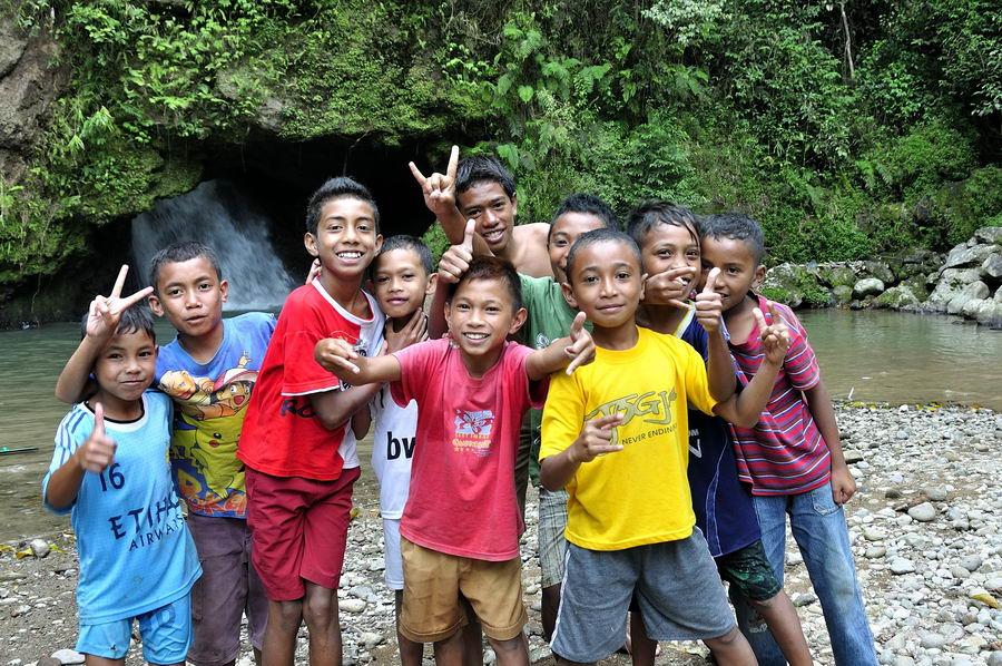 Ребятня в Индонезии