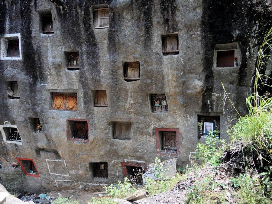 Захоронение в скалах