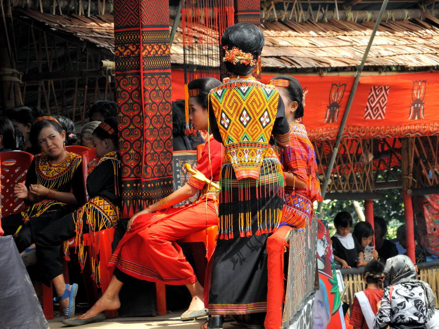 Традиционная одежда Тораджа