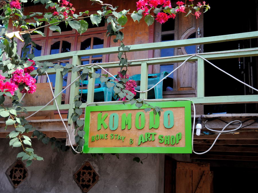 Komodo Homestay & Art Shop