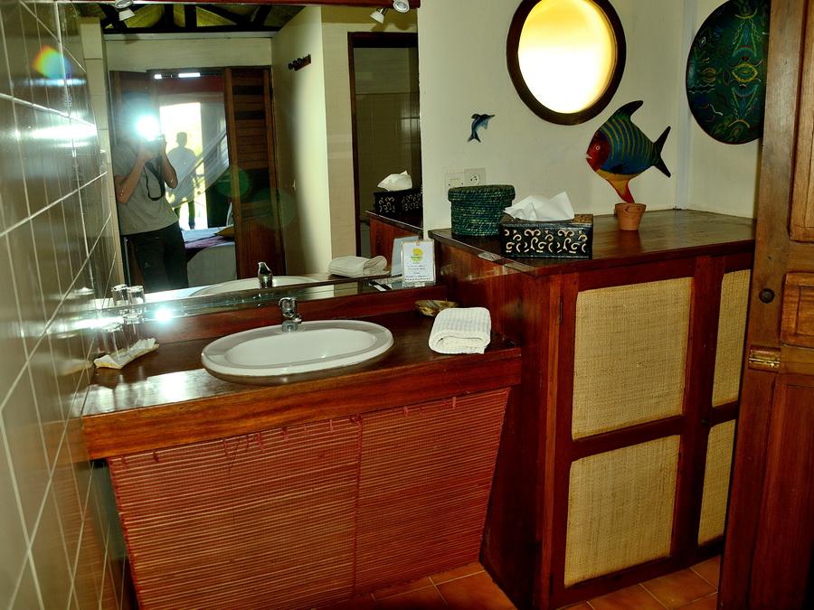 Санузел Национальный парк «Янтарная гора» (amber mountain national park) на Мадагаскаре Национальный парк «Янтарная гора» (Amber Mountain National Park) на Мадагаскаре DSC 5964