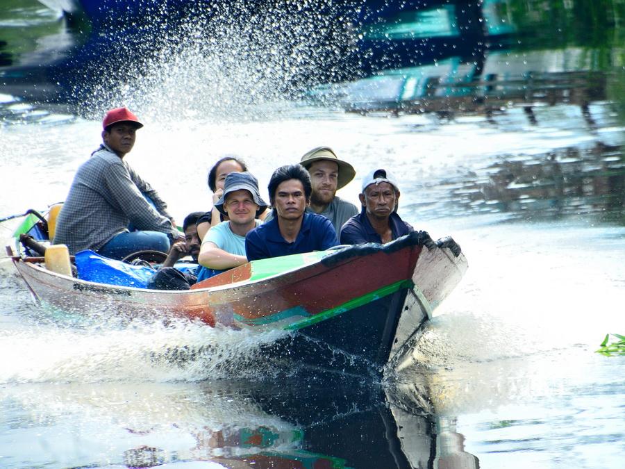 Лодка Танджунг Путинг Национальный парк Танджунг Путинг (Tanjung Puting) в Индонезии DSC 1094