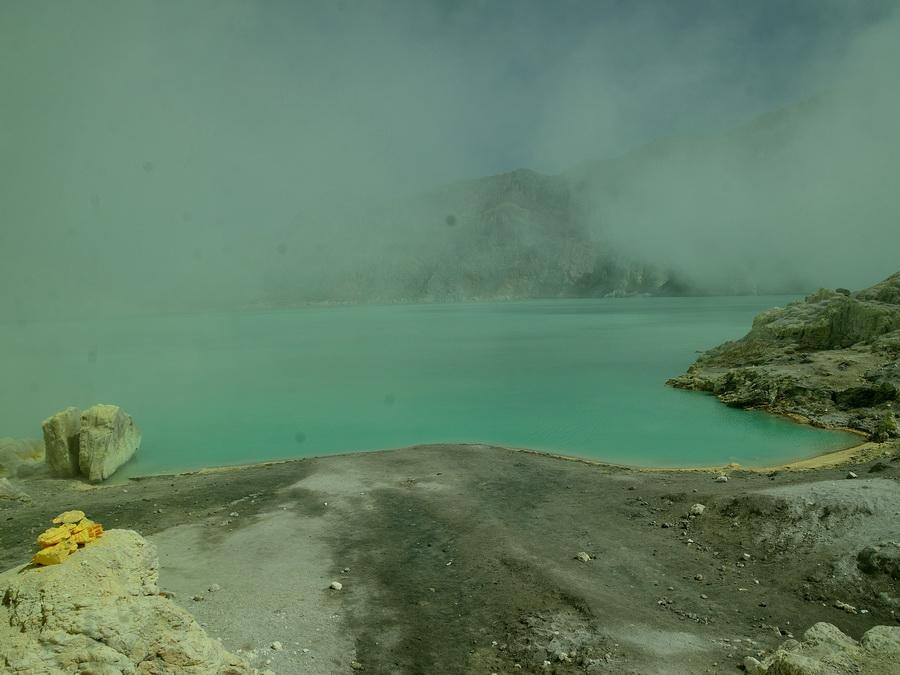 Сернистое озеро