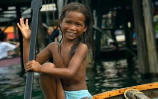 Девочка с веслом