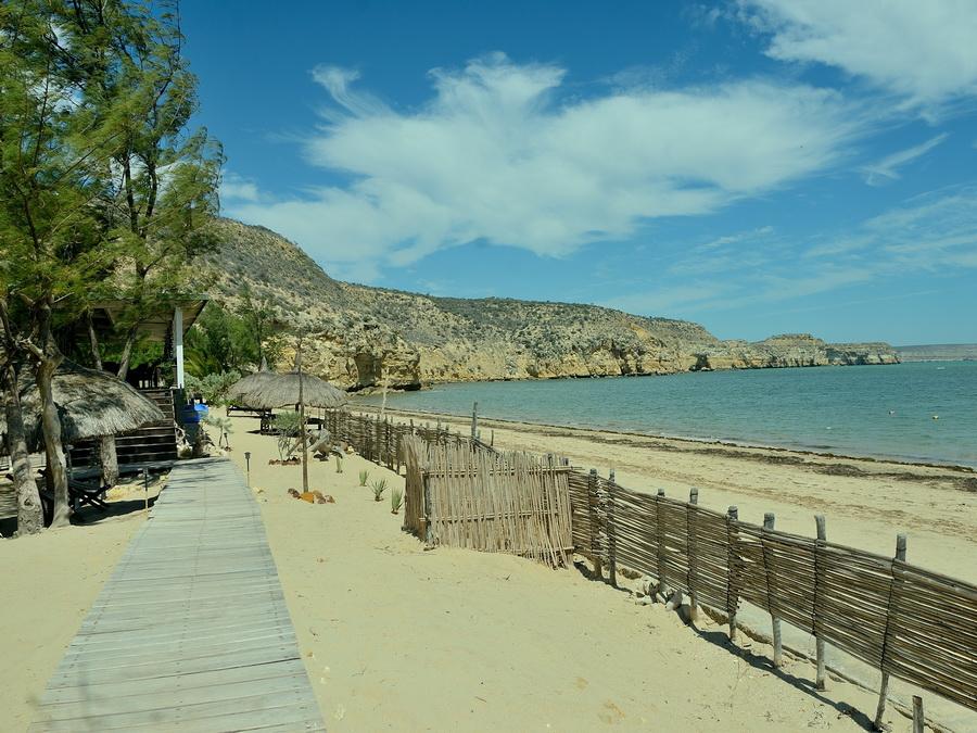 Отель на берегу