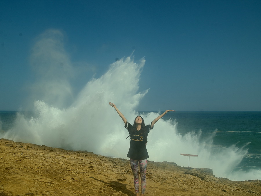 Утёс с волнами