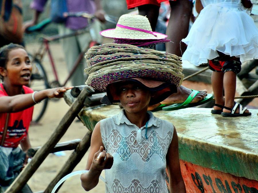 Продавец шляпок